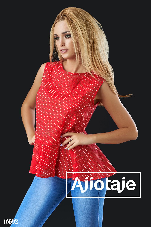 Красная блузка в горошек с баской
