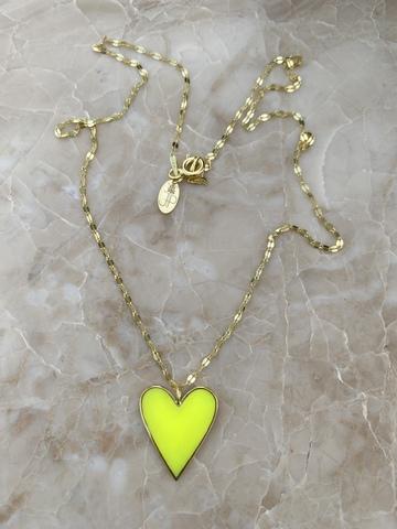 Колье из позолоченного серебра с сердечком из желтой эмали