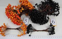 Ягодки для декора 0,8 см, пучок 40-50 шт на проволоке.
