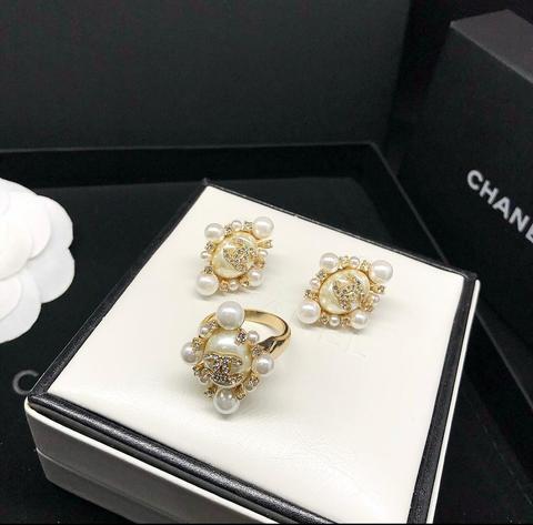 Серьги и кольцо Chanel