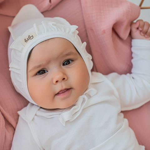 Ruffled baby hat 0+, Heavy Cream