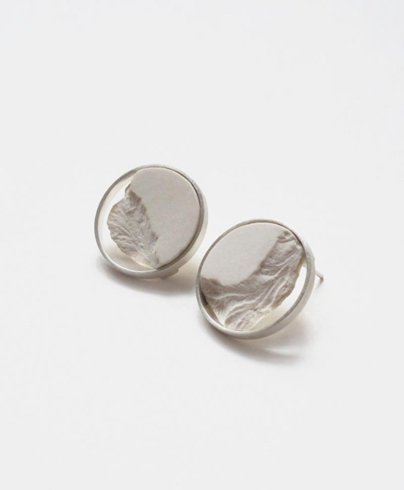 серьги-circle-white-silver