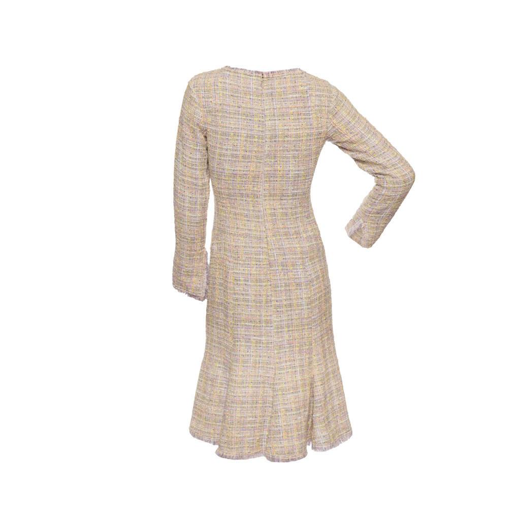 Женственное платье из твида пастельных оттенков от Chanel, 36 размер