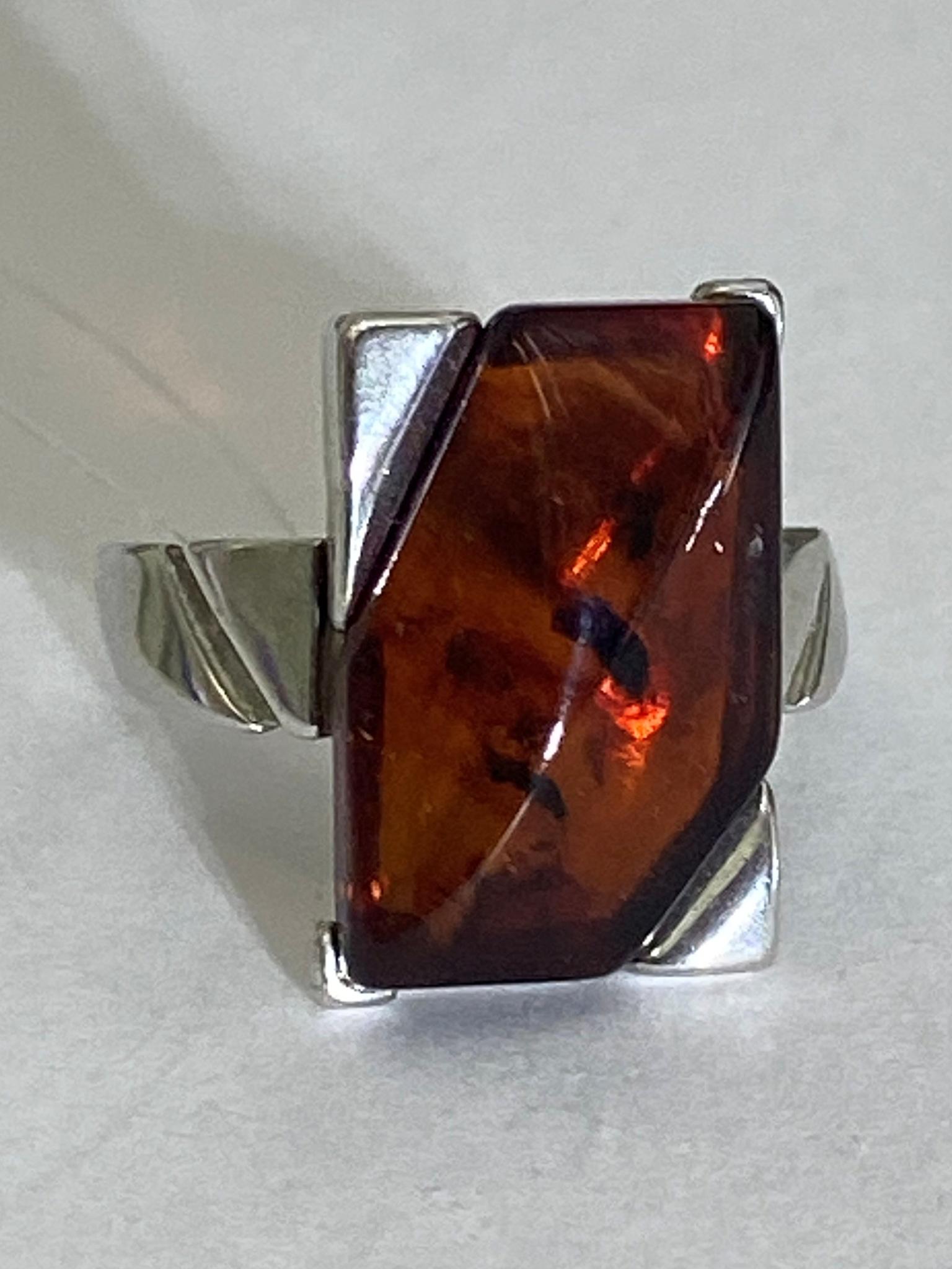 Янтарь 1001 (кольцо из серебра)