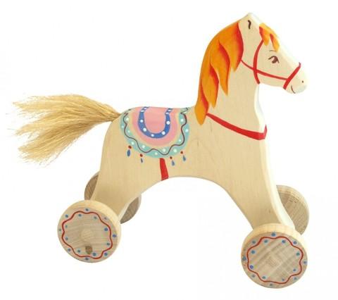 Конь с седлом