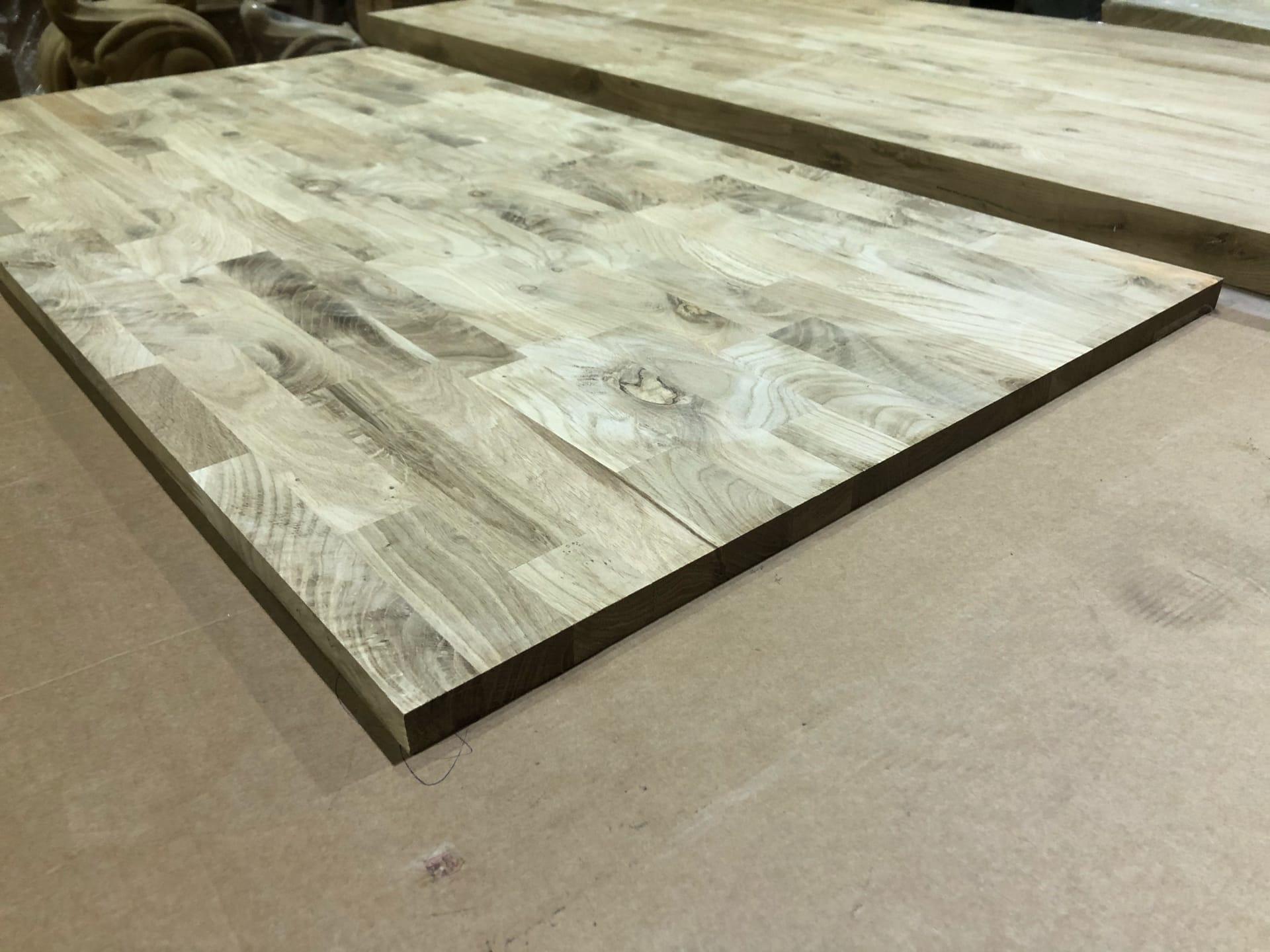 Мебельный щит из дуба (сращенный, с сучком) 40 мм