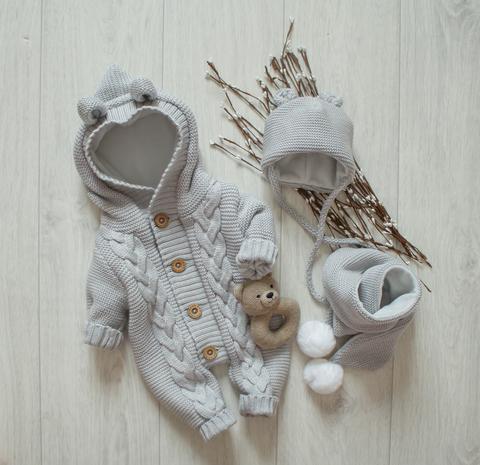 Вязаный комплект. Комбинезон +шапочка+шарф