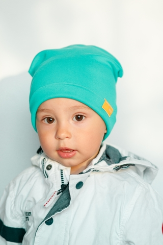 Детская шапка хлопковая гладкая мятно-изумрудная