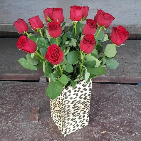Ваза деревянная с розами 10