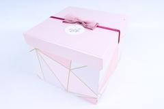 Подарочная коробка Розовая с бантиком 26x26x13,5 см