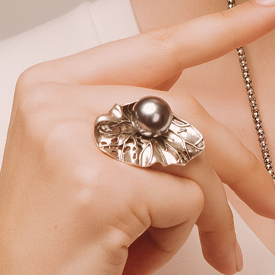 Кольцо Vi Лист Жемчуг серый