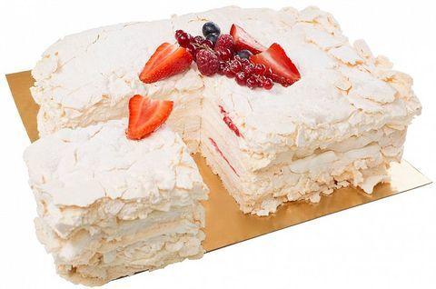 Безглютеновый меренговый торт с клубникой