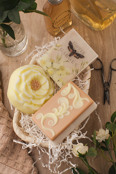 Мыло Пион, сделанное в пластиковой форме