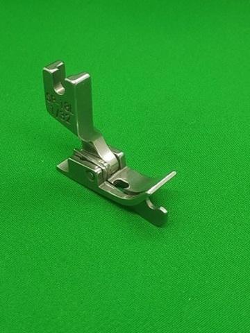 Лапка с ограничительным бортиком для отстрочки с подпружиненной левой половинкой SP18 L 1/32 (0,8mm)   Soliy.com.ua