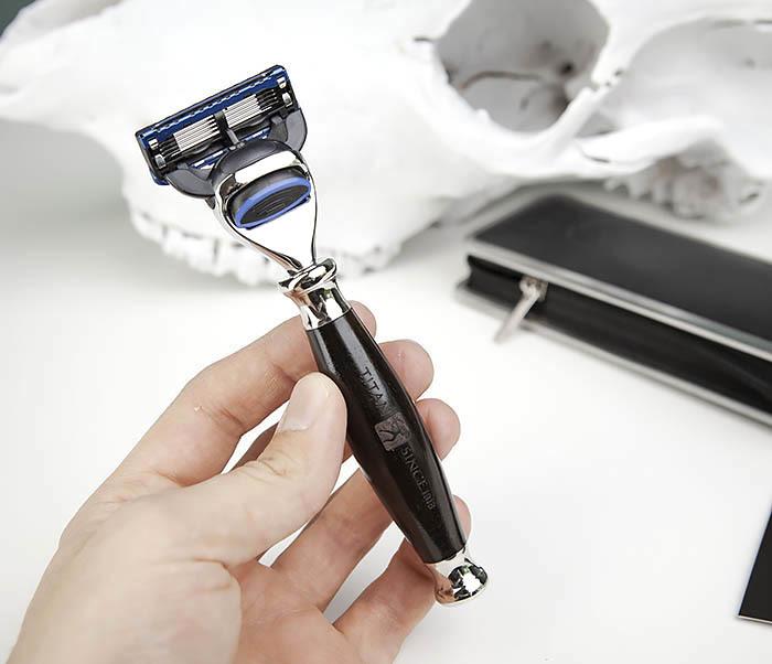 RAZ443-1 Подарочная бритва TITAN для лезвий GILLETTE FUSION фото 08