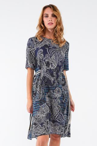 Фото свободное летнее темно-синее платье с контрастным принтом - Платье З445-534 (1)