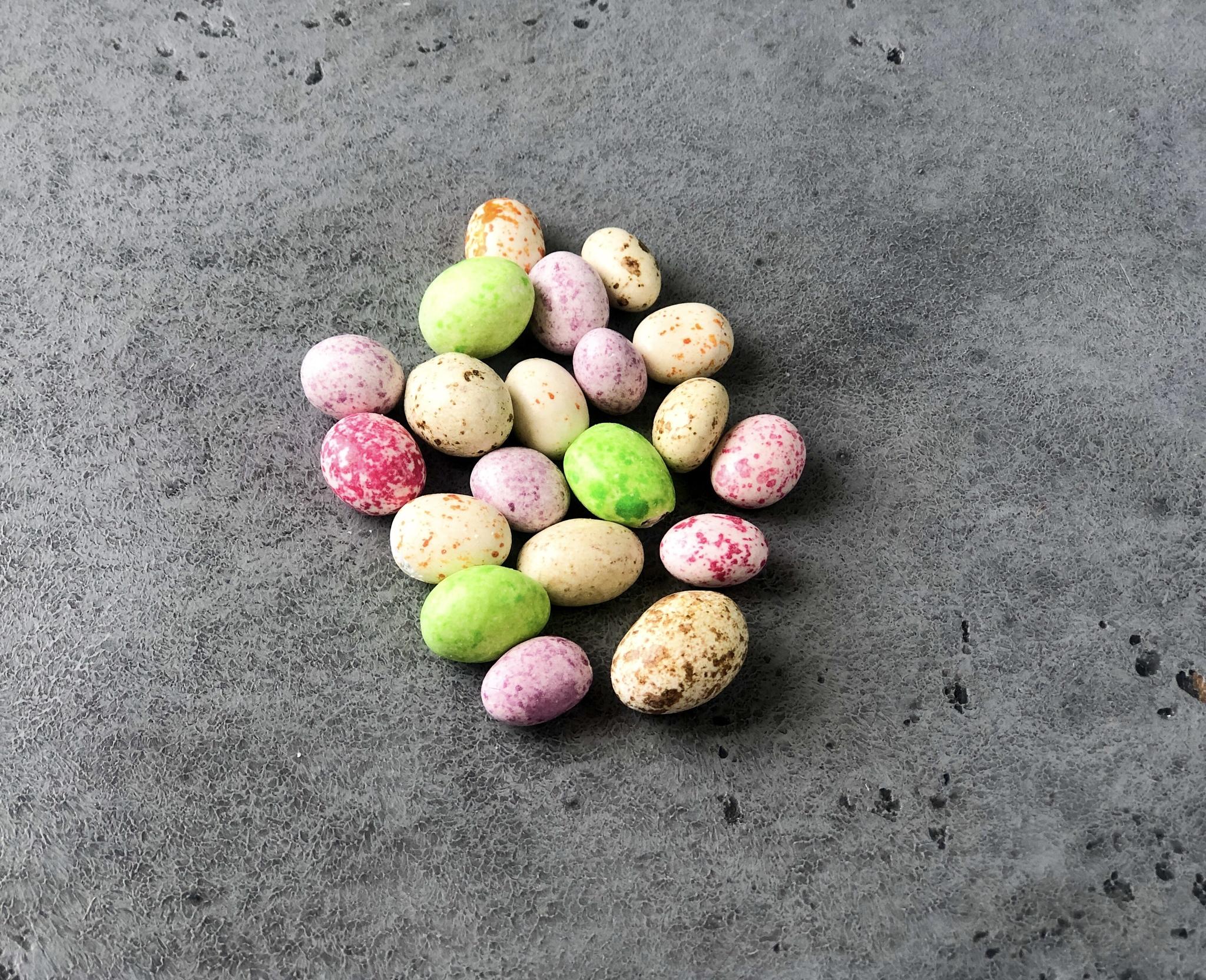 Драже ЯЙЦО разноцветное в молочной глазури с арахисом, 70 гр