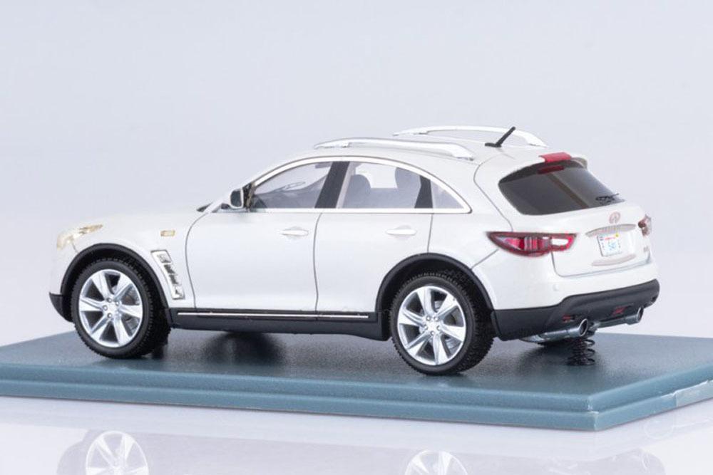 Коллекционная модель INFINITI FX50 2010 WHITE