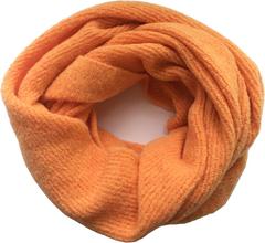 Стильный и уютный шарф-снуд на два оборота из нежного мохера.