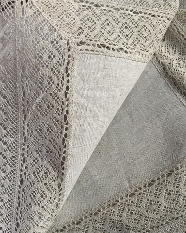 Скатерть льняная серая с широким кружевным краем 210 х 110 см