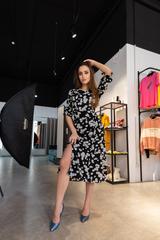 Платье с цветочным принтом и разрезом на ноге Nadya