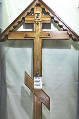 Крест дуб с фигурной крышей и иконой К-08