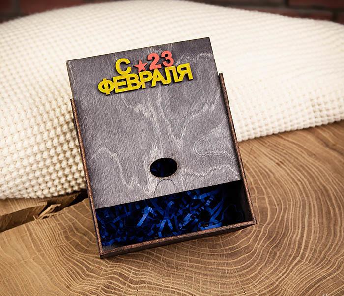 BOX212-1 Подарочная упаковка с ручками «С 23 ФЕВРАЛЯ» из дерева (17*17*10 см) фото 03