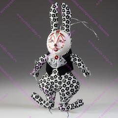 Кролик в жилете и манишке