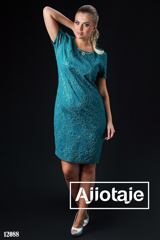 Элегантное платье с колье бирюзового цвета