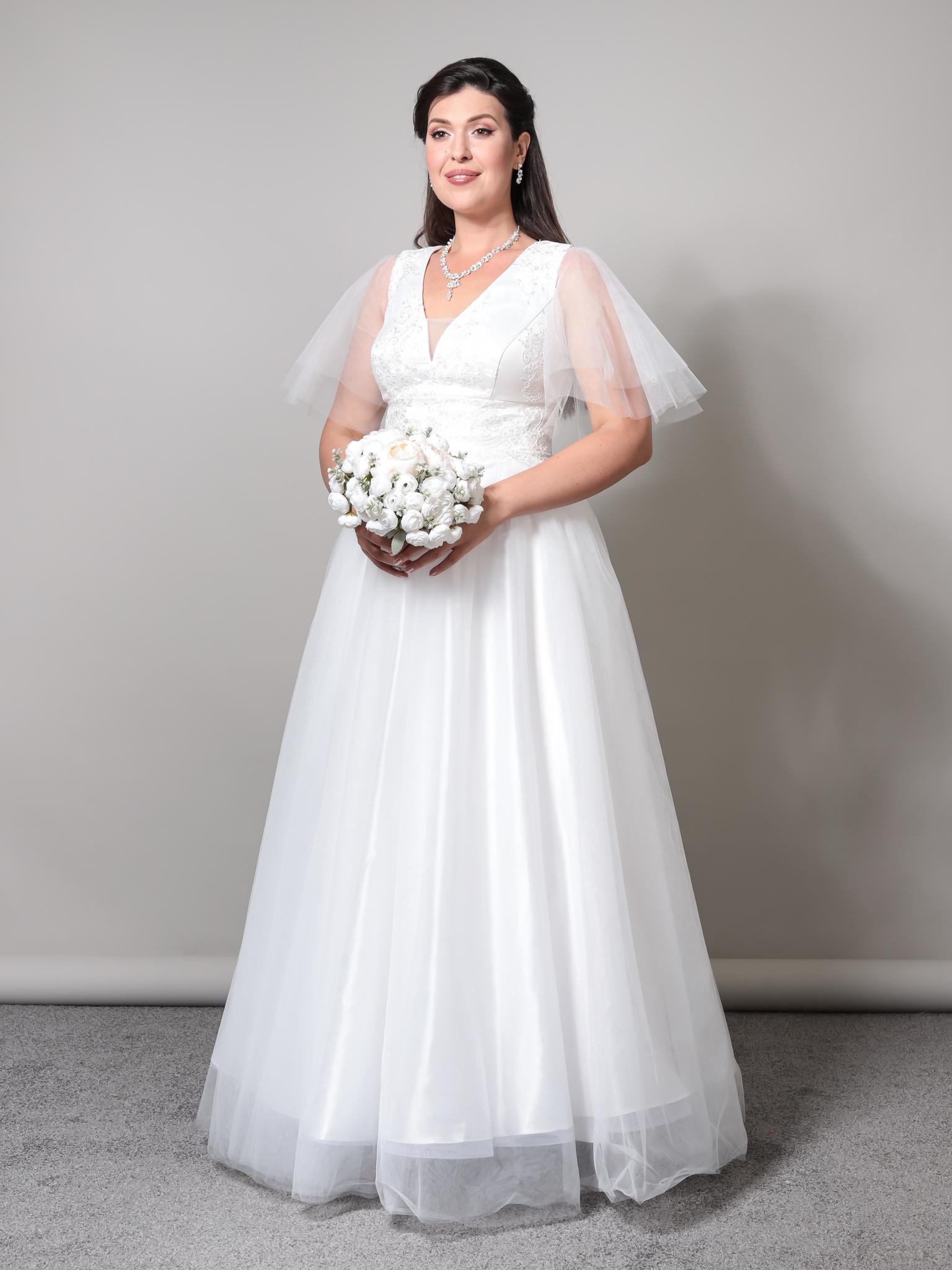 Свадебное платье с глубоким V-образным вырезом и невесомыми рукавами-крылышками (молочный)