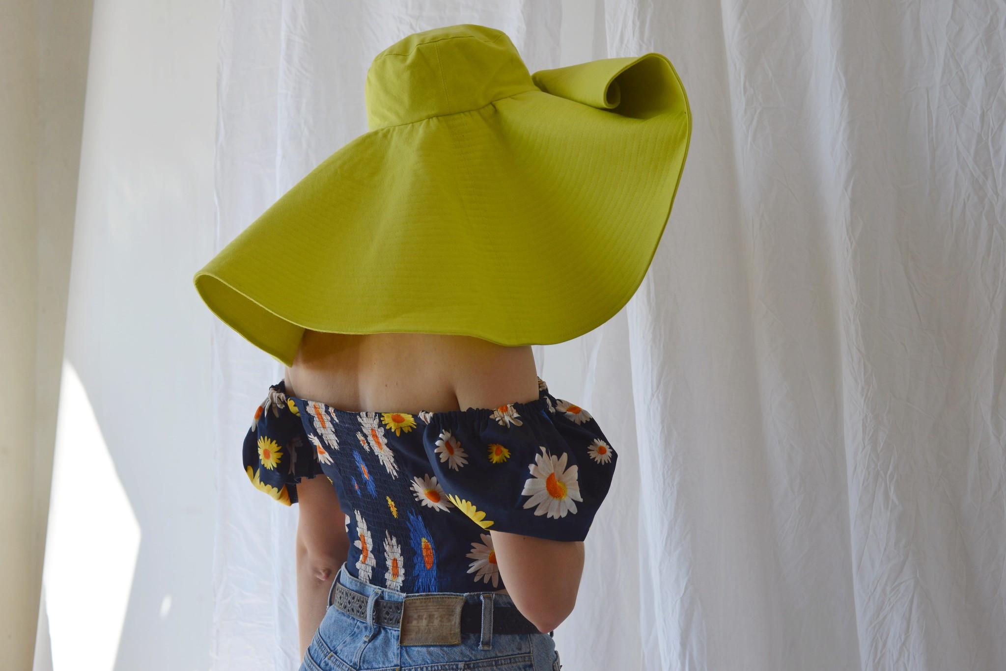 Шляпа из джинсовой ткани