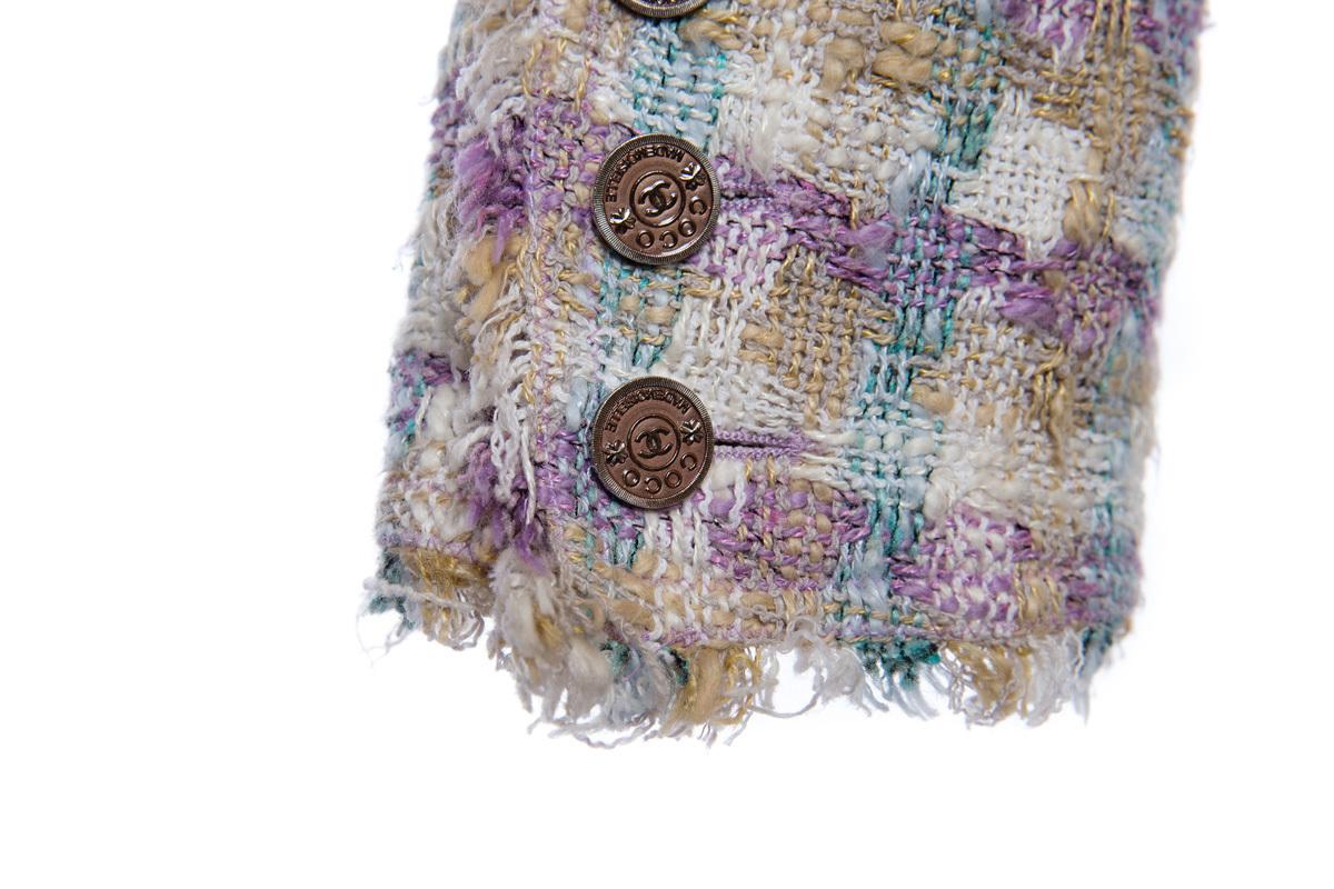 Красивый твидовый жакет в пастельной цветовой гамме от Chanel, 38 размер