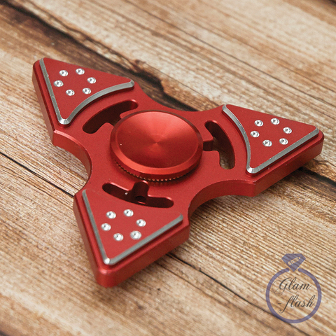 Спиннер из металла трехлучевой со стразами на лепестках красного цвета 17026M_red