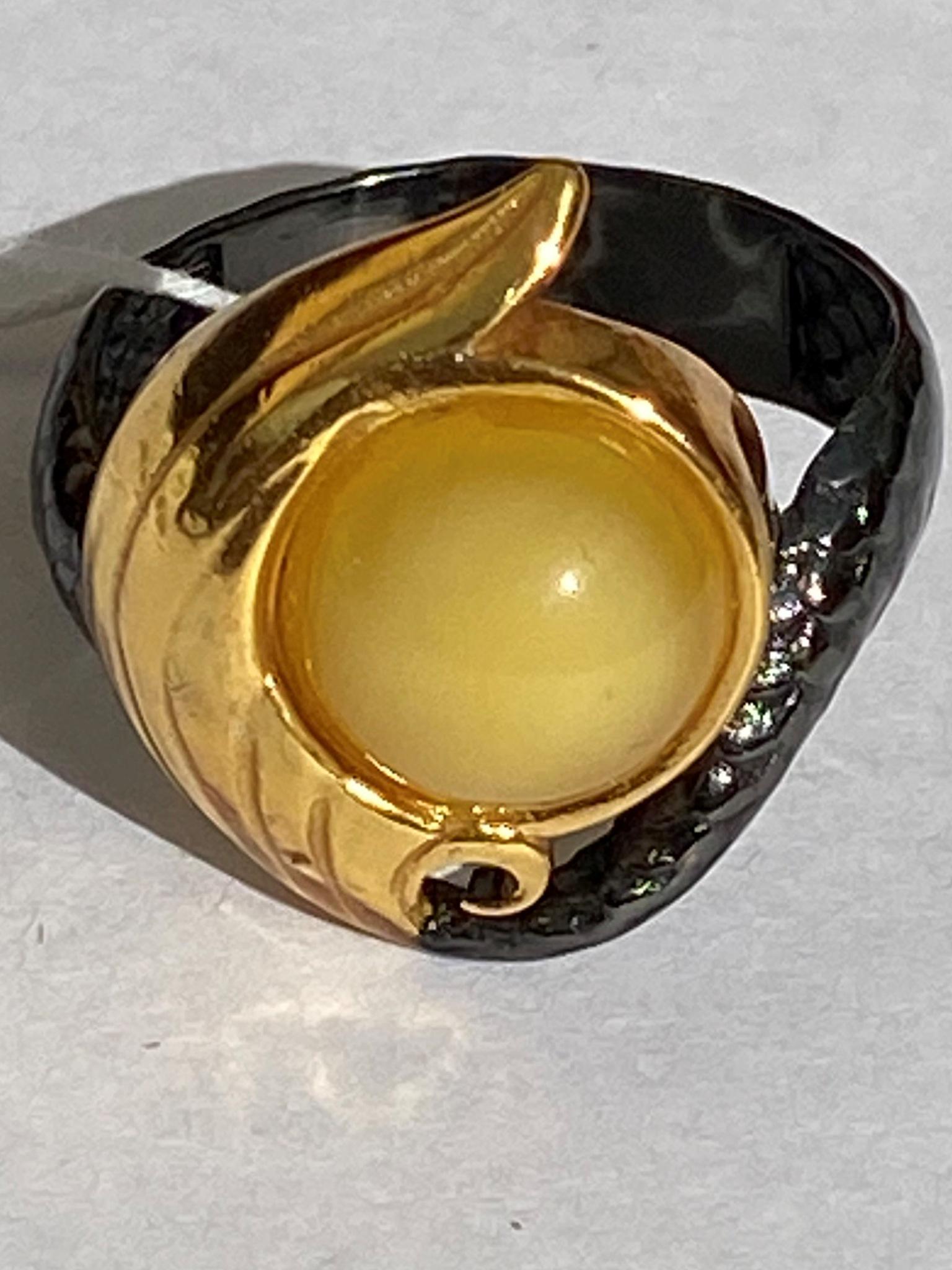 Сирена-молочный (кольцо из серебра)