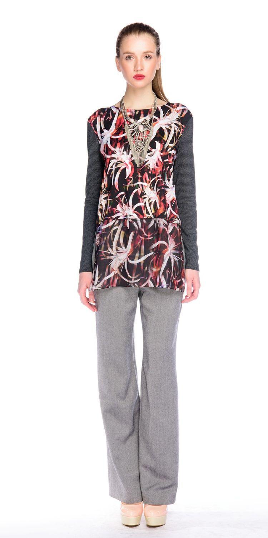 Джемпер В503-412 - Удлиненный джемпер прямого силуэта. Элегантная двухслойная модель с имитацией трикотажного джемпера надетого на блузку из струящейся шифоновой ткани с таким же принтом. Оригинальная вещь сделает выразительным любой женский образ.