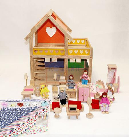 Уютный деревянный домик с полным комплектом мебели и набором кукол
