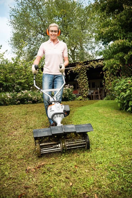 Вычесывание газона с MF-MM