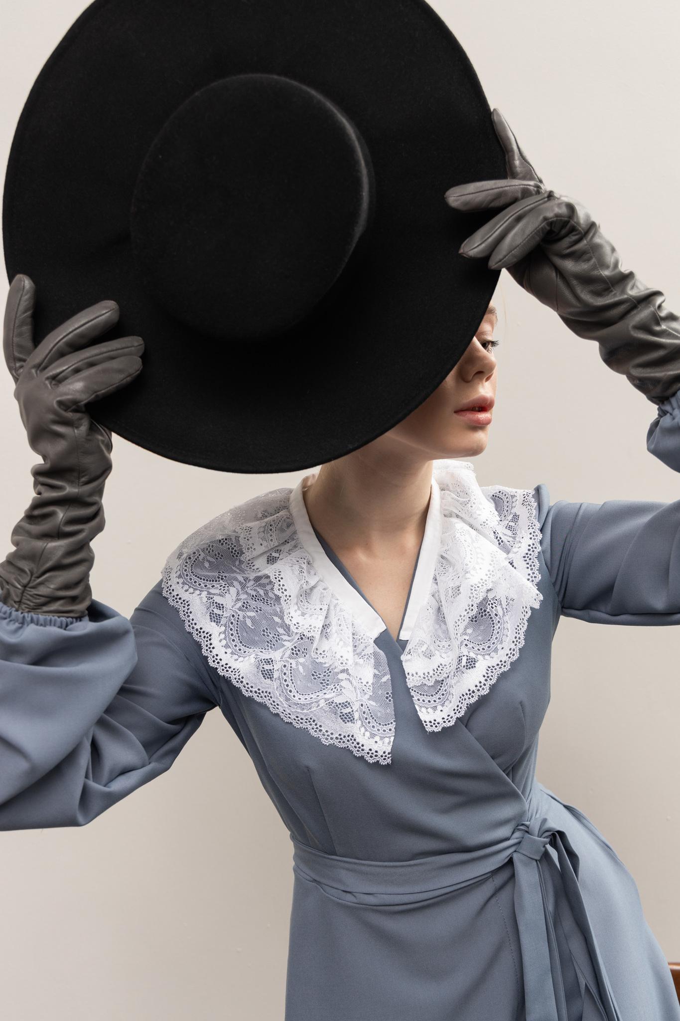 Шляпа черная с завязками