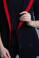 Костюм брючный с красной полосой купить