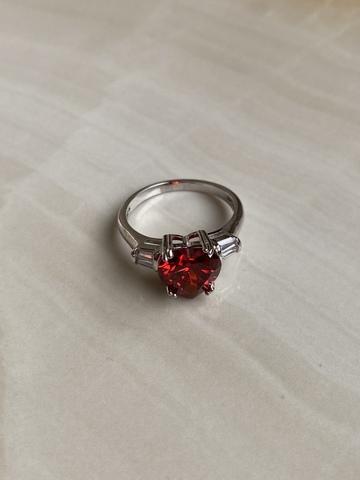 Кольцо Лагункор с красным цирконом, серебряный цвет