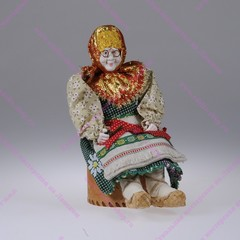 Сувенирная кукла на шкатулке