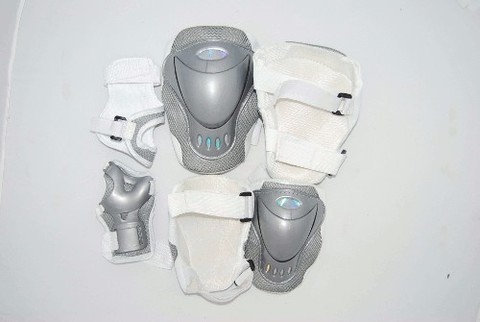 Защита роликовая с голограммой :(D):