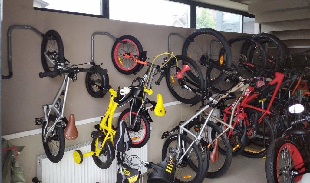 Проект № 26: 10 велосипедов на стене длиной 4 м (колясочная)