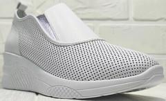 Кожаные слипоны кроссовки без шнурков смарт кэжуал летние женские Derem 1761-10 All White.