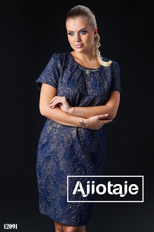 Элегантное платье темно-синего цвета с колье