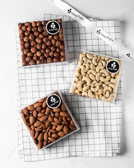 Набор сырых орехов HoneyForYou в подарочном оформлении (миндаль, кешью, фундук)