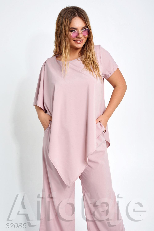 Легкий костюм с асимметричной блузкой