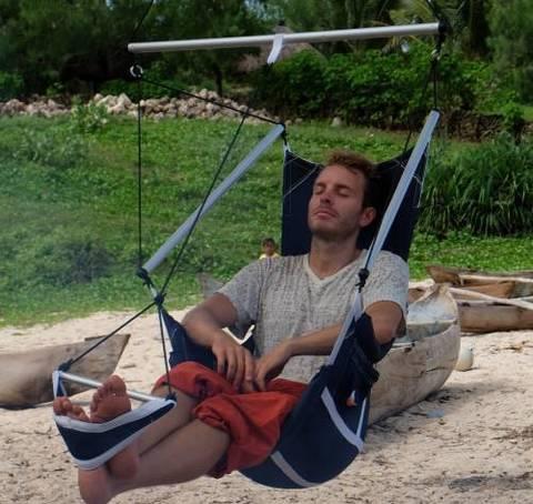 Расслабляюсь в подвесном кресле.