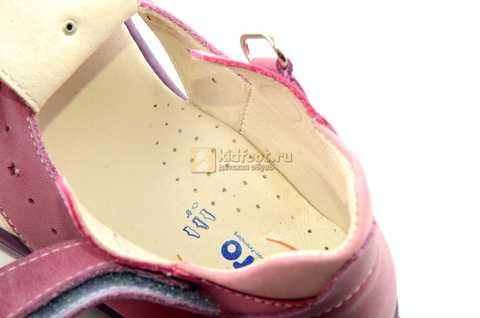Босоножки Тотто из натуральной кожи с закрытым носом для девочек, цвет сиреневый розовый. Изображение 12 из 12.