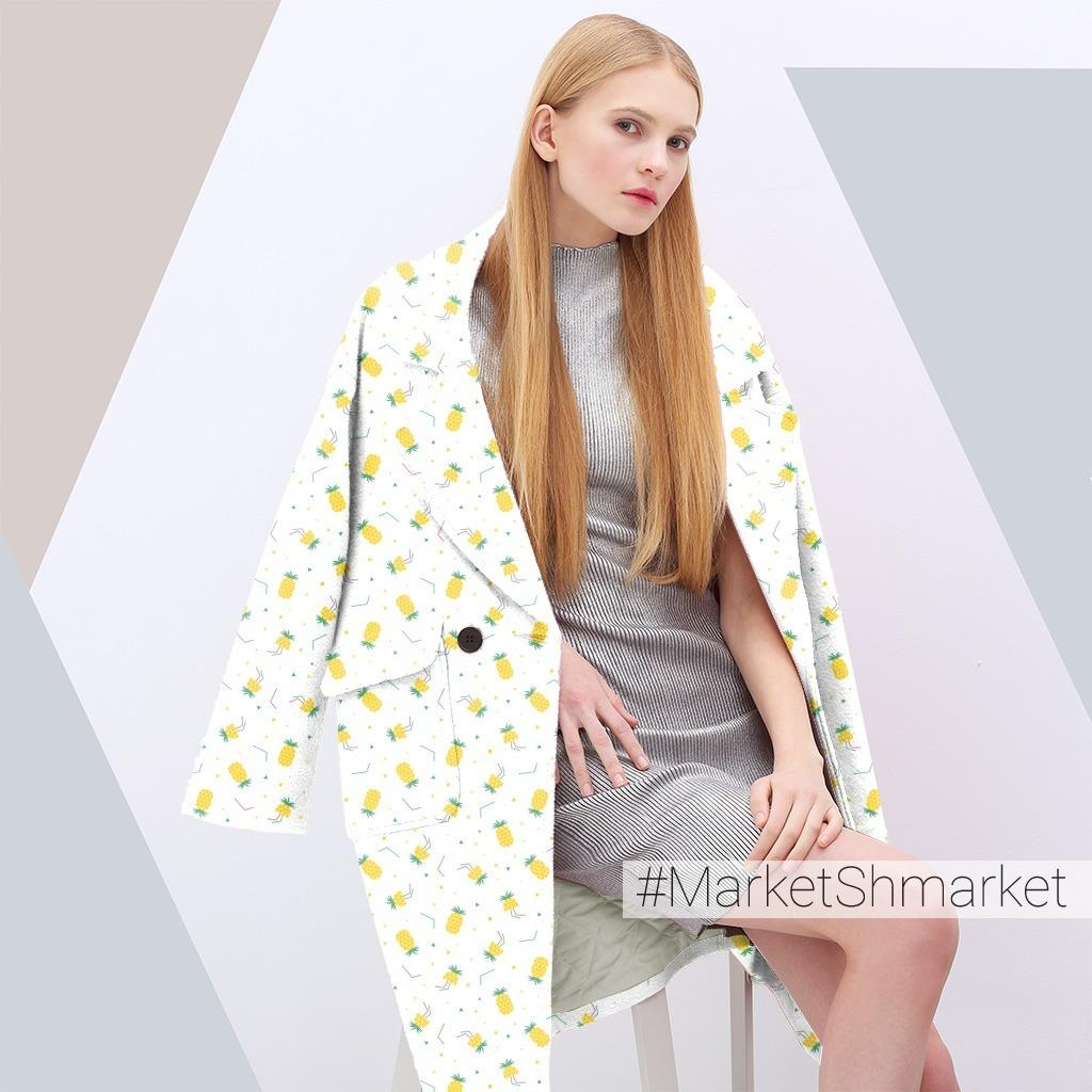 Яркие ананасики на белом фоне